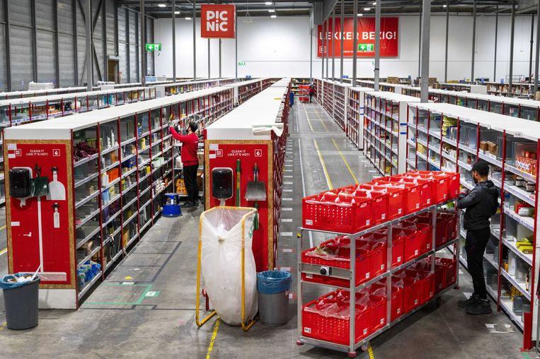 Het distributiecentrum van onlinesupermarkt Picnic in Diemen. Beeld ANP