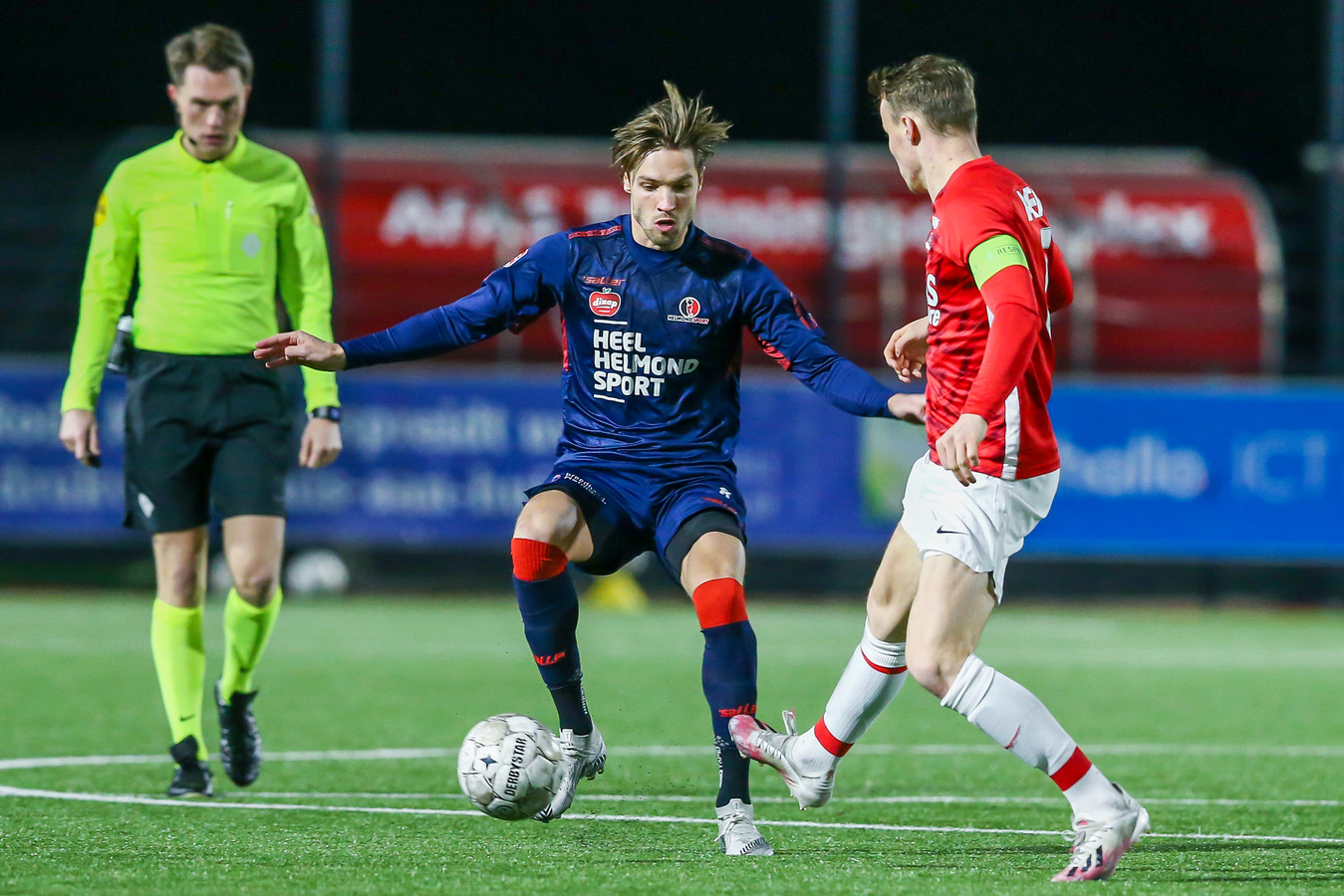 Orhan Dzepar krijgt tegen Jong AZ een nieuwe kans in de basis, ditmaal als middenvelder.