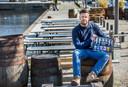 Om de coronacrisis het hoofd te bieden, kan bij Kompaan ook bier worden afgehaald, liet eigenaar Jeroen van Ditmarsch in april zien.