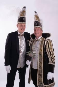 Melbuulkes Borne verwelkomen prins Hugo en adjudant Dennis