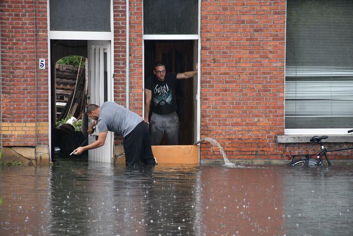 De schade na de regenbui vorige maand was bijzonder groot.