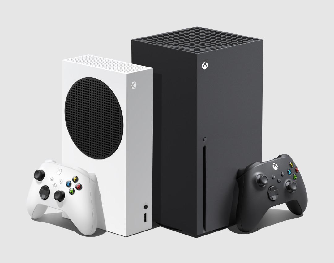 Les Xbox Series X (à droite) et S (à gauche)