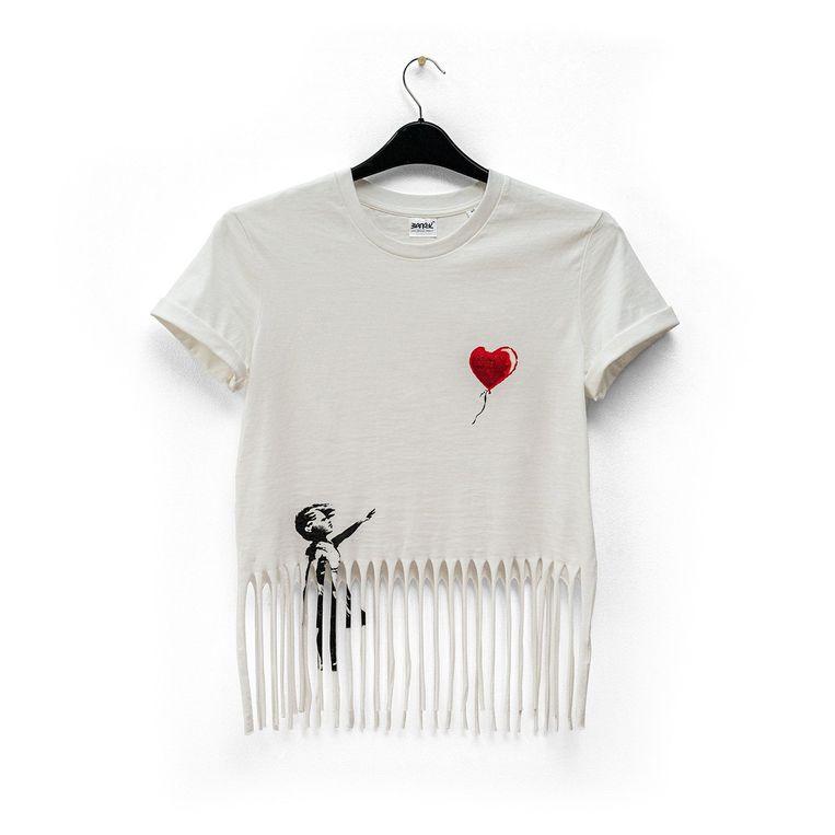 T-shirt van de Banksy webshop. Beeld Banksy