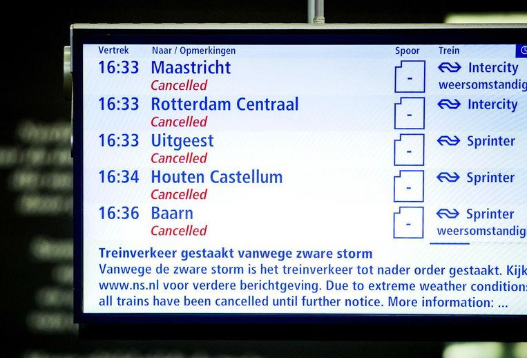 Geannuleerde treinen als gevolg van de westerstorm afgelopen donderdag. Beeld anp