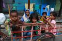 Dakloze kinderen op straat in Kolkata