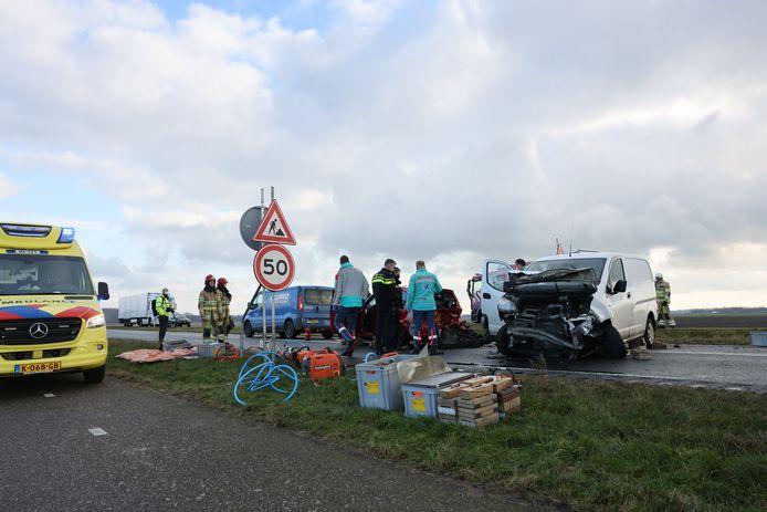 Bij een aanrijding op de Hanzeweg in Dronten zijn vier auto's betrokken