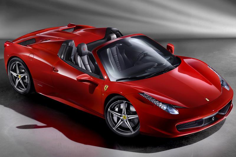 De politie is op zoek naar deze Ferrari 458 Spider.