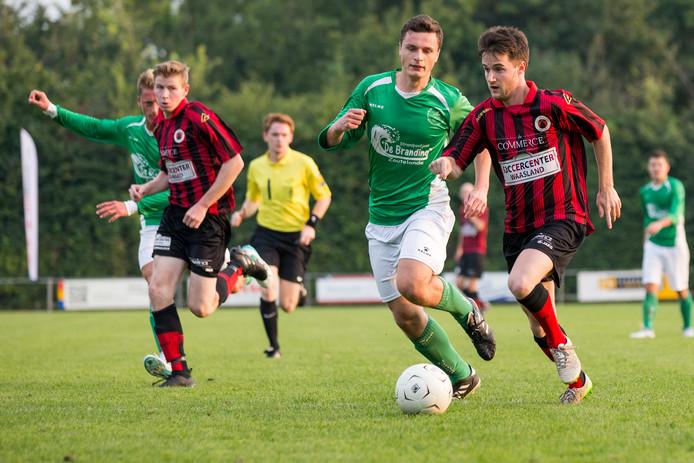 Twee jaar geleden troffen De Meeuwen (groen) en Terneuzen elkaar in de finale van het BSC-toernooi. Komende zomer spelen beide ploegen in categorie B.