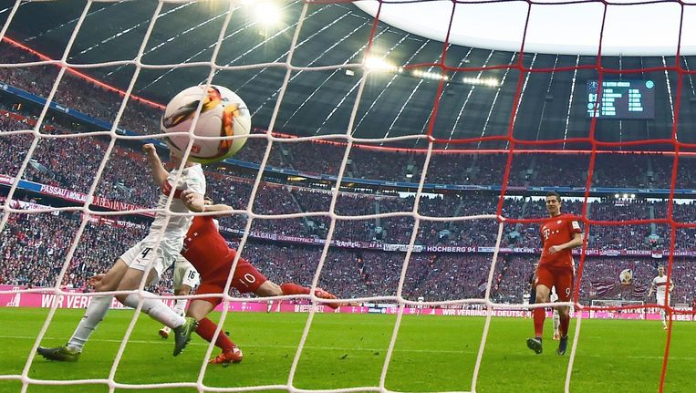 Arjen Robben scoort het tweede doelpunt. Beeld afp