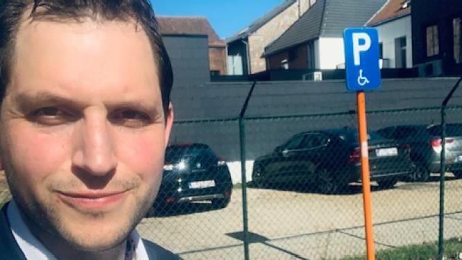 """Parkeerplaatsen voor mensen met beperking voortaan digitaal aangegeven: """"Maak er aub geen gebruik van zonder geldige parkeerkaart"""""""