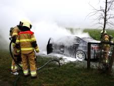 Auto uitgebrand op Graafsedijk in Beers