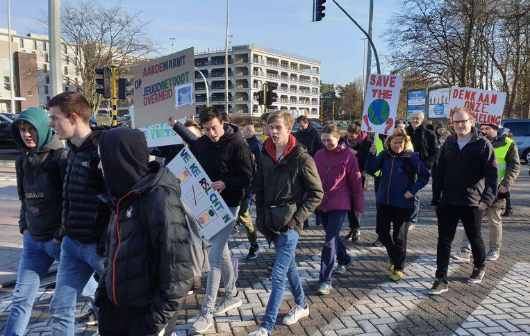Scholieren van SHT tijdens de mars
