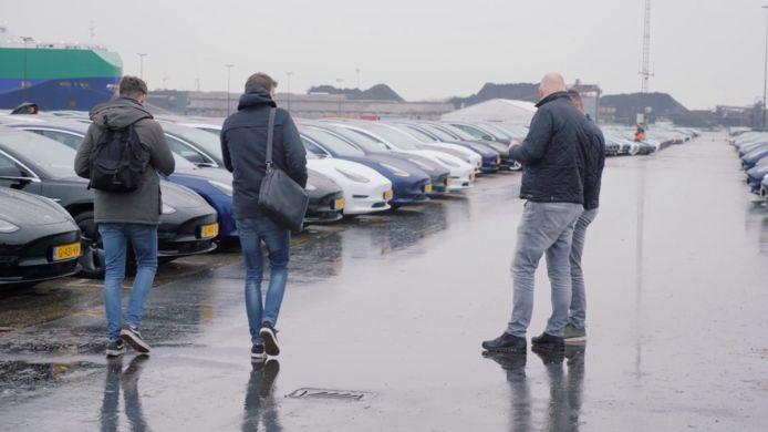 Tesla-rijders op weg naar hun nieuwe Model 3