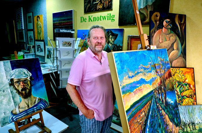 Gertjan Kleinpaste in zijn nieuwe kunsthandel De Knotwilg in Dordrecht.