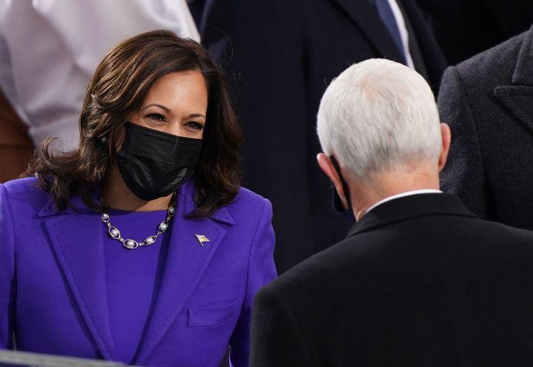 Harris met haar voorganger Mike Pence.  Beeld REUTERS