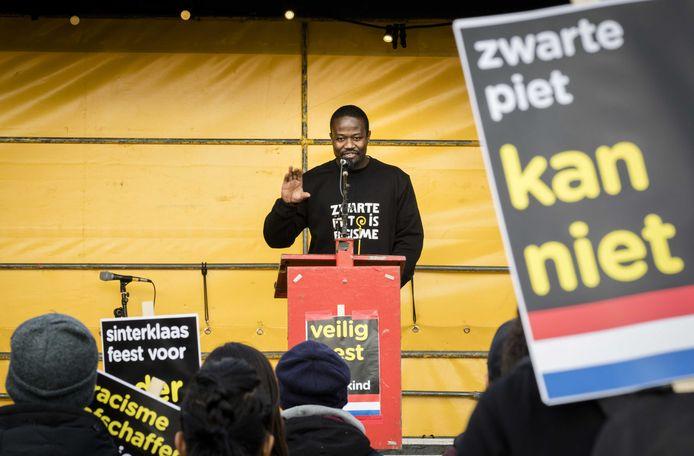 Anit-Zwarte Piet activist Jerry Afriyie tijdens een demonstratie van de actiegroep 'Kick Out Zwarte Piet' voor de ingang van Ahoy.