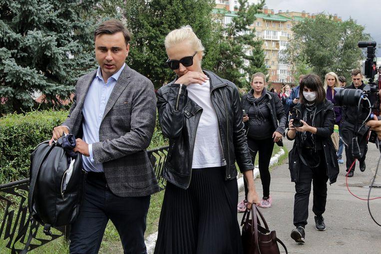 Navalny's vrouw Joelia Navalnaja en zijn collega Ivan Zhdanov. Beeld AP