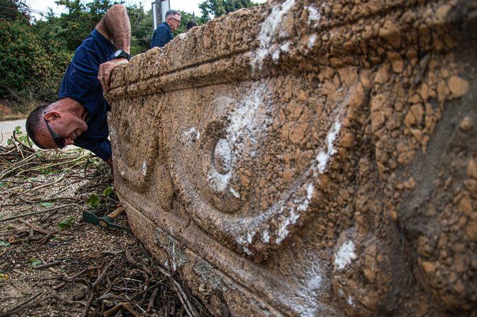 Au vu des nombreux ornements sur les sarcophages, ces derniers étaient probablement destinés à des personnes d'un statut social élevé, selon les experts.