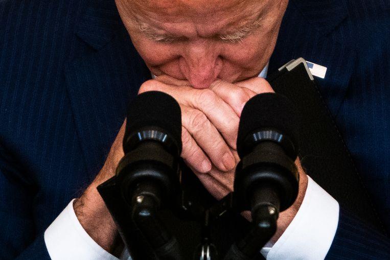President Biden zwijgt even voordat hij een vraag beantwoordt op de persconferentie, donderdag, over de gebeurtenissen in Kabul.   Beeld Demetrius Freeman / Getty