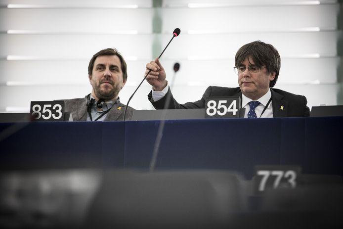De Catalaanse politici Carles Puigdemont  en Antoni Comin namen deze week voor het eerst hun zetel in het Europees Parlement in.