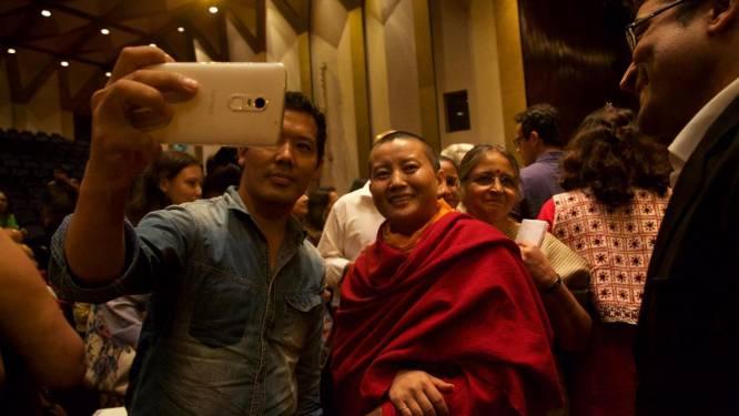 Deze Nepalese is boeddhistische non én rockster