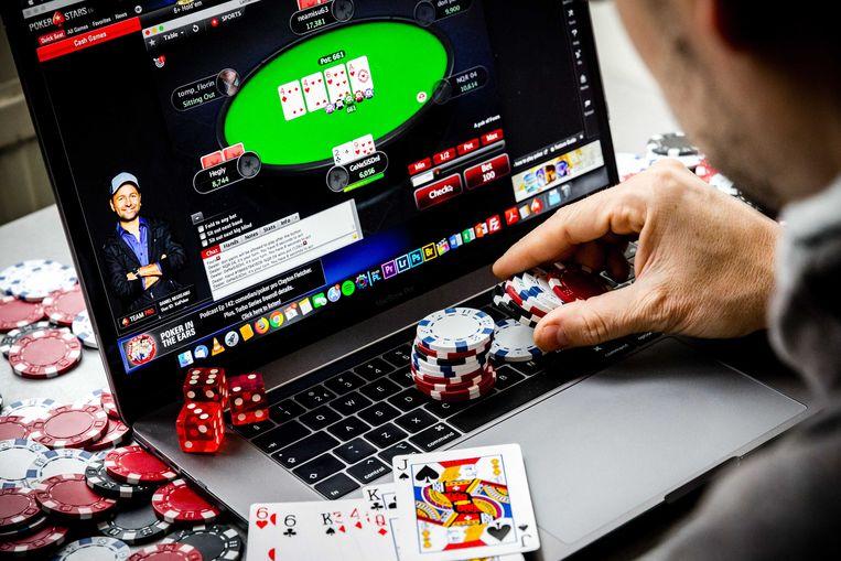 Ruim 1,8 miljoen Nederlanders gaven in 2018 aan weleens tegen betaling een online kansspel te spelen.  Beeld ANP