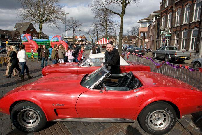 Oldtimers op de Markt in Valkenswaard tijdens een eerdere editie van het Blik op de Mert - Oldtimers Only.