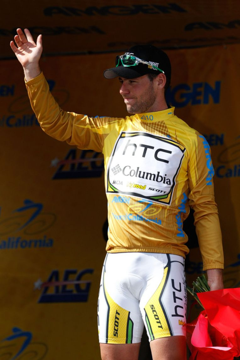 Mark Cavendish bleef recht en haalde het voor Juan José Haedo. De Brit is ook de eerste leider. Beeld UNKNOWN