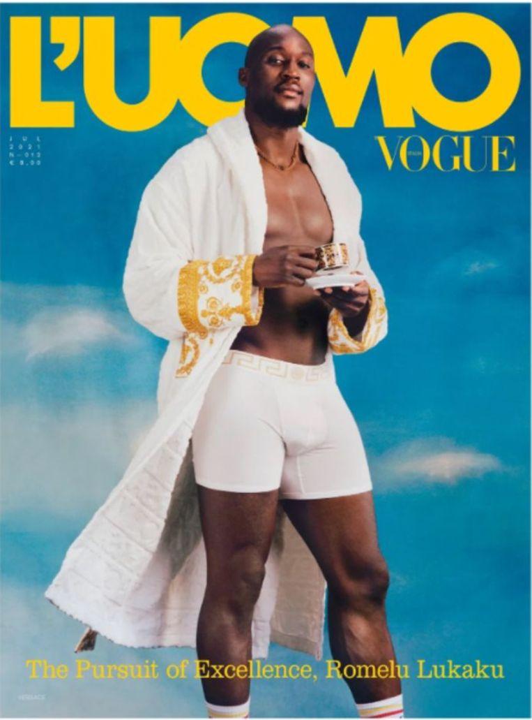 'Sinds hij in Milaan voetbalt, heeft zijn leven een dimensie bereikt die wij ons als gewone stervelingen niet kunnen voorstellen.' (Foto: op de cover van L'Uomo Vogue.) Beeld HUMO