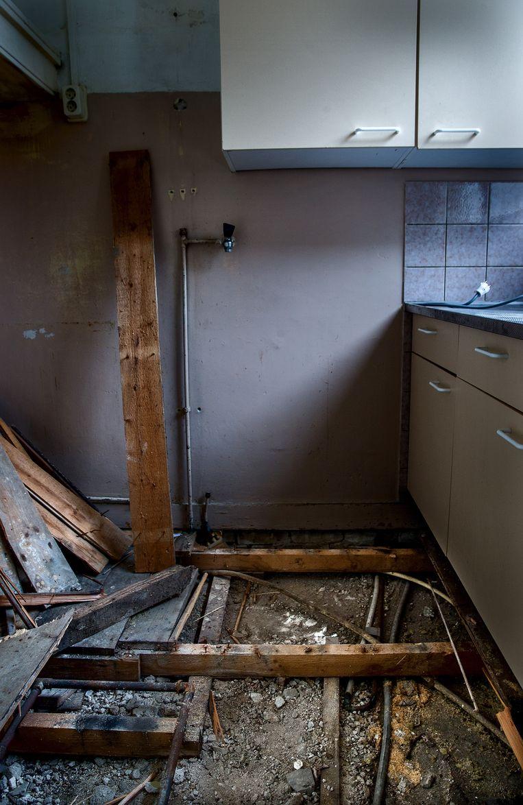 Vorig jaar bleken onder honderden woningen in Noord nog loden waterleidingen te liggen. Beeld Jean-Pierre Jans