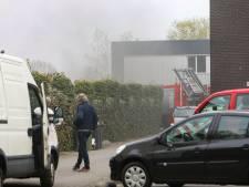 Medewerkers redden bedrijfshal op Oude Apeldoornseweg in Vaassen van vlammen