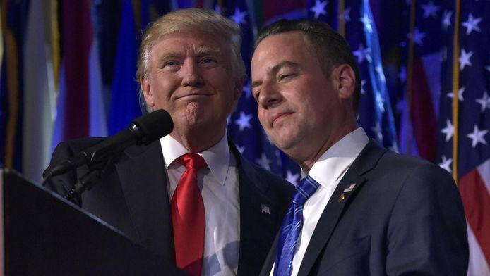 Donald Trump en Reince Priebus tijdens de verkiezingsnacht.