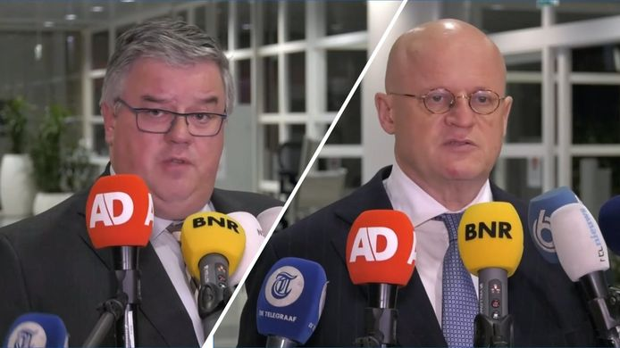 Demissionair minister Ferd Grapperhaus (Justitie en Veiligheid) en voorzitter Hubert Bruls tijdens een persconferentie na een eerder Veiligheidsberaad.
