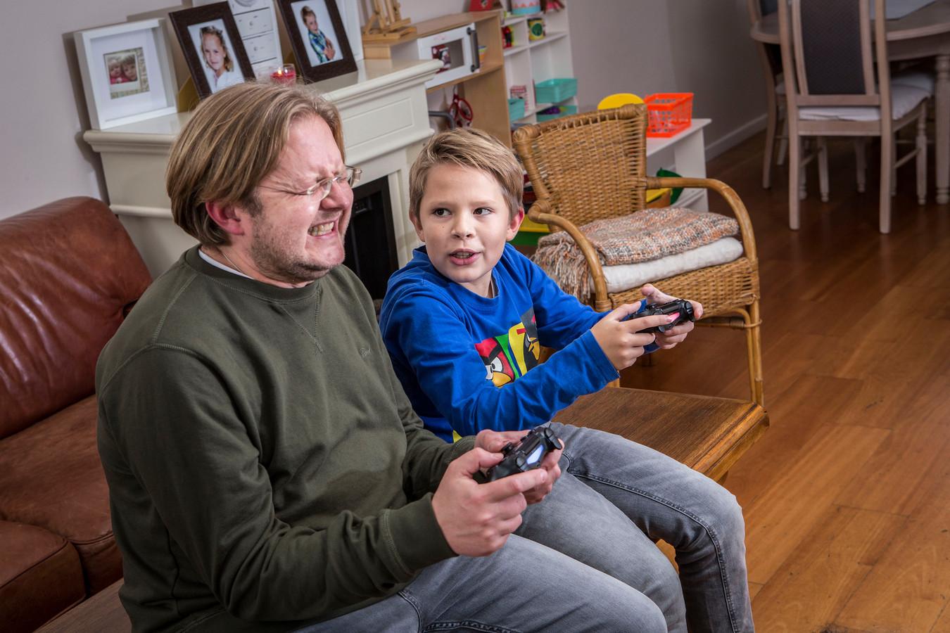 Gametijd in huize Remijnsen. Grrr... de jonge garde is met gamen niet meer te kloppen.