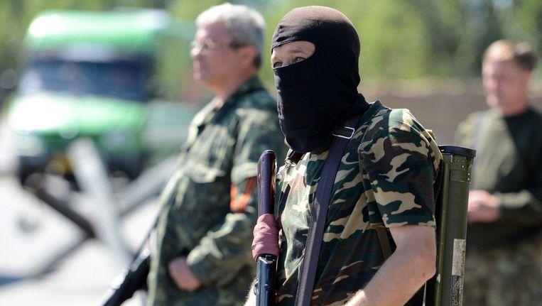 Pro-Russische rebellen nabij een grenspost in Oekraïne. Beeld GETTY