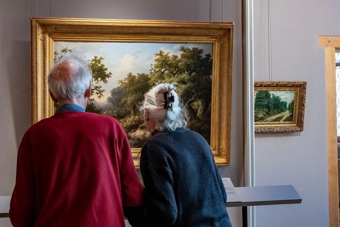 Expositie Lage Landen in Markiezenhof.  Deze twee bezoekers komen uit Breda, en vonden de tentoonstelling prachtig.