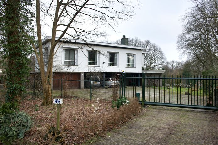 De villa waar de bewoonster werd doodgeschoten.