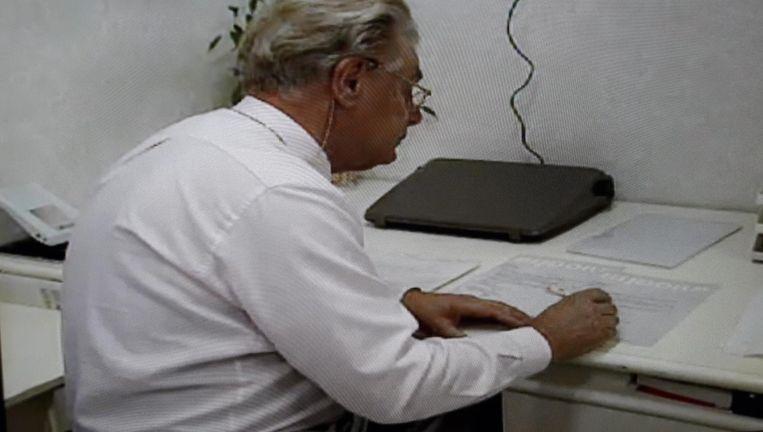 Jan Karbaat in zijn praktijk Beeld Beeld Zwart zaad