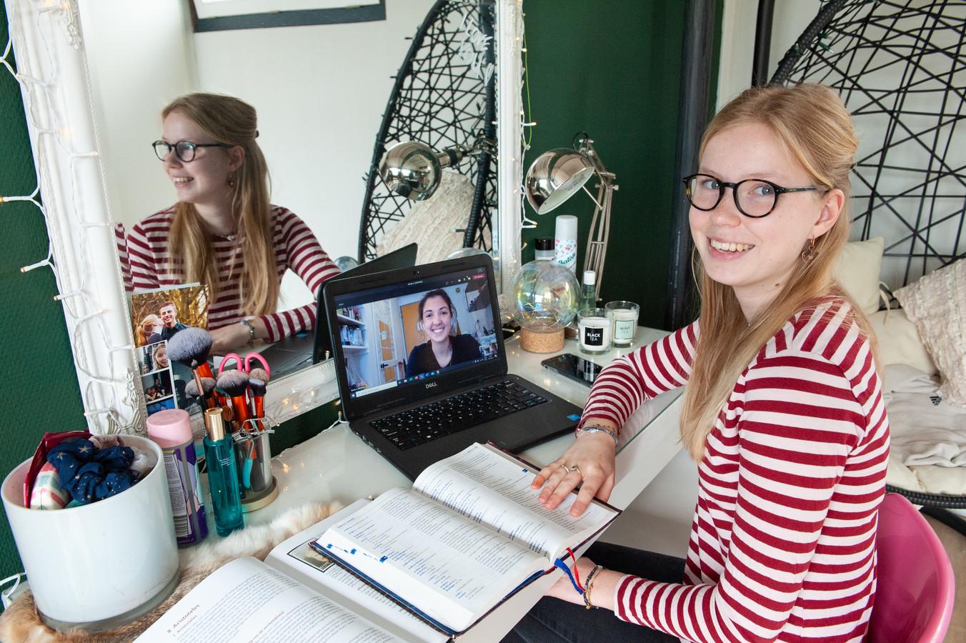 Anna-Maria Bouma zit in haar examenjaar van het gymnasium en krijgt online bijles Grieks van Emma Docter.