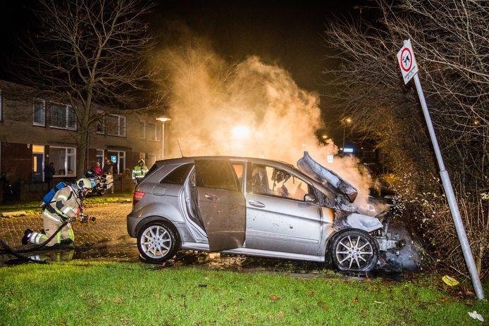 Tussen kerst en oud en nieuw ging onder andere een auto aan de Agamemnondreef in de Utrechtse wijk Overvecht in vlammen op