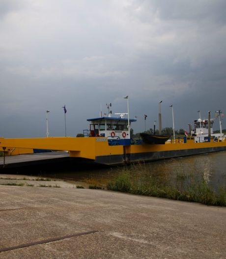 Veerpont Doornenburg-Pannerden nog zeker week uit de vaart
