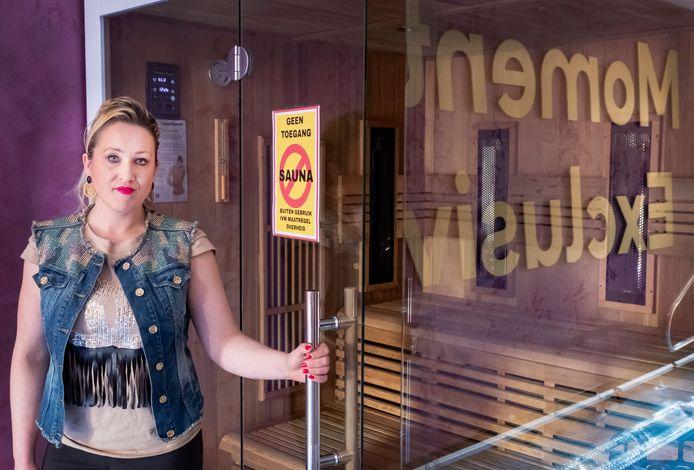 Vanessa Veen in Wellness centrum in Malden aan de Ambachtsweg 3a. Zij heeft een geschil met de gemeente en daardoor mogen haar klanten geen gebruik maken van de sauna.