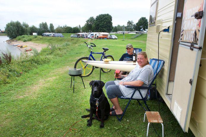 Het Duitse stel Stefan Eck en Yvonne Vopel op camping De Mars in Lathum in 2017.