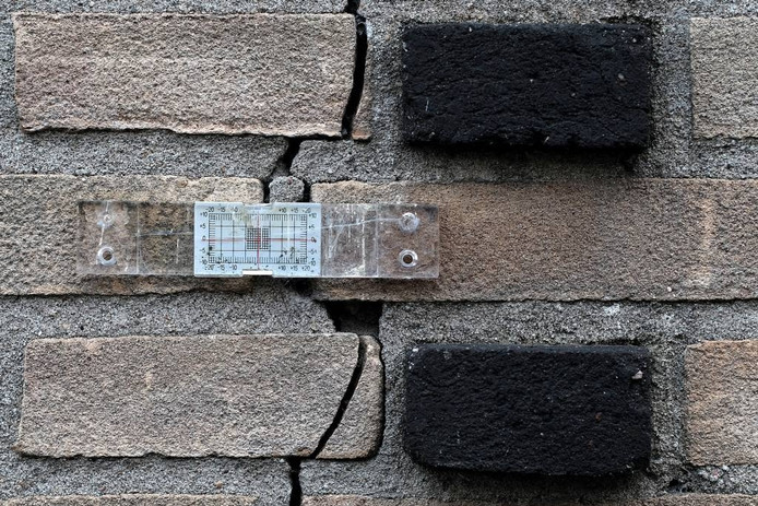 Een scheur in de muur.