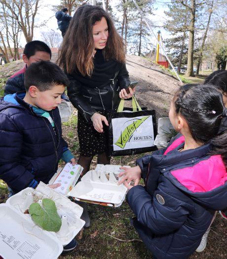 Bij basisschool Auris Florant in Tilburg is een wandeling naar de speeltuin dit keer ook meteen een taalles