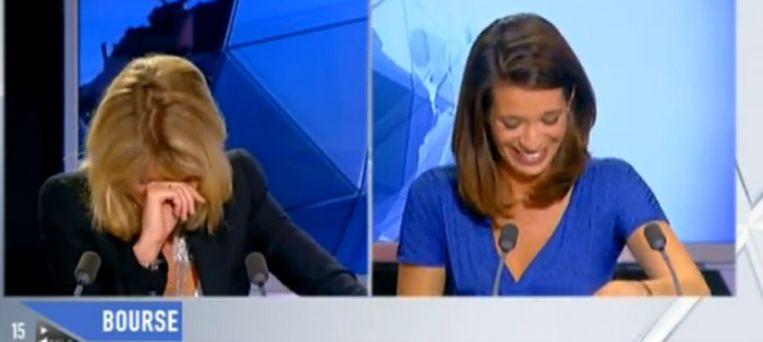 De nieuwslezeressen in een screenshot van het item. Beeld