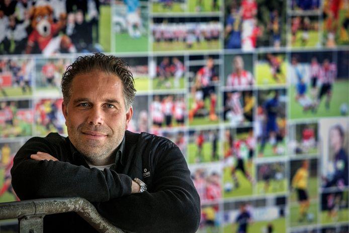Art Langer is nu nog hoofd jeugdopleidingen bij PSV én bondscoach van Jong Oranje. Hij bouwt het eerste momenteel af en richt zich daarna op het werk bij de nationale beloften.
