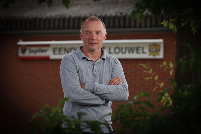 Tadek Sczcuka speelde vijf seizoenen in het eerste elftal van Eendracht Louwel en was er nadien vijf seizoenen trainer van het Louwelse vrouwenteam. Zaterdag ging hij aan de slag als trainer bij de mannenploeg.