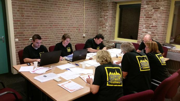 7 oktober 2017: de organisatie van de Buurt Battle is driftig aan het tellen.