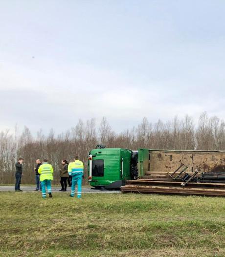 Omgevallen vrachtwagen afrit A27 Werkendam
